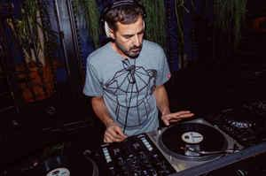 <p>DJ STILE</p>